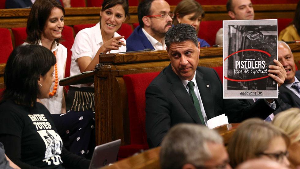 Puigdemont choca con Albiol por acusarlo de dar órdenes políticas a los mossos