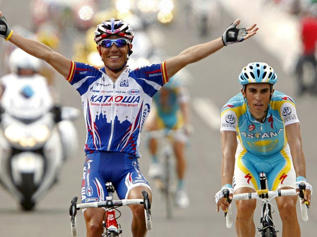 'Purito' gana la partida a Contador