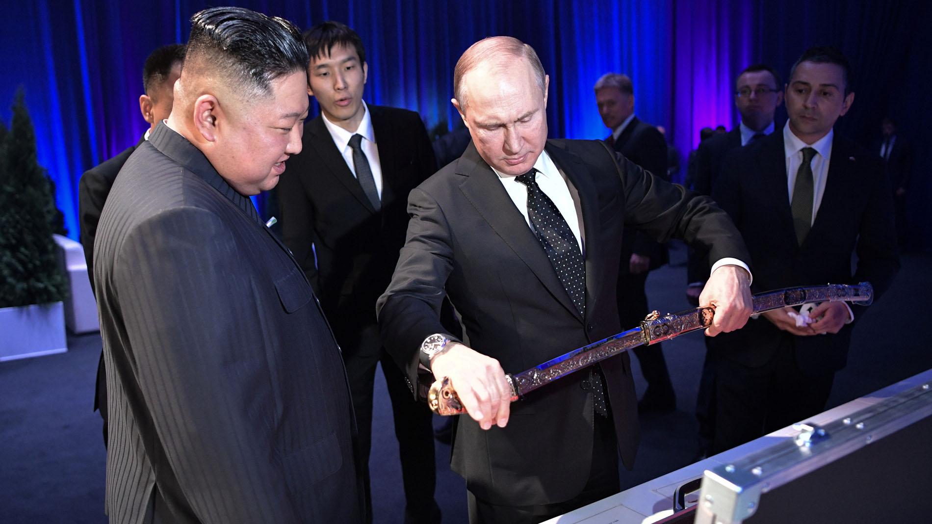 Ir al VideoPutin recibe a Kim Jong-un en Vladivostok