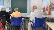 Ir al VideoQuienes se ocupan de cuidar a nuestros mayores en España son mujeres