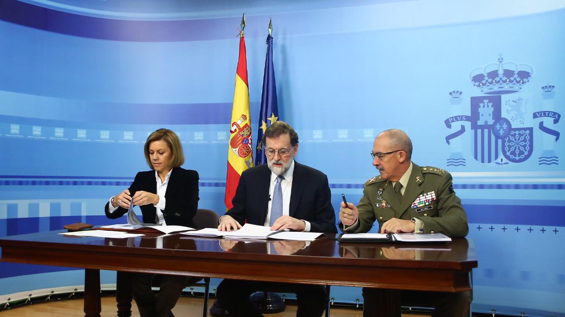 Ir al VideoRajoy agradece a los militares españoles en el exterior su trabajo
