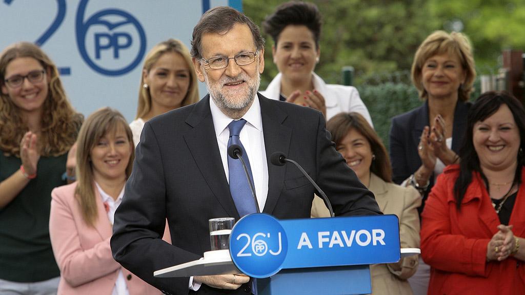 Rajoy apela al voto útil al PP para captar votos de Ciudadanos que se pierden