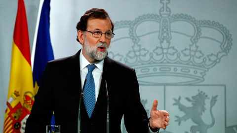 Ir al VideoRajoy cesa al Govern y convoca elecciones en Cataluña el 21 de diciembre