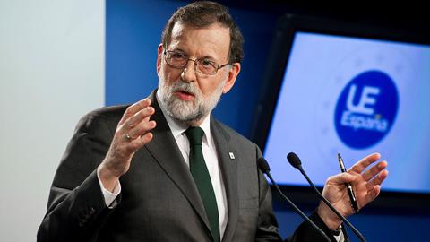Ir al VideoRajoy defiende su obligación de actuar en Cataluña frente a una situación límite