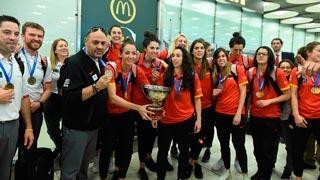 Rajoy recibe en La Moncloa a las campeonas de Europa de basket