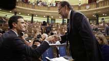 Ir al VideoRajoy y Sánchez se reprochan mutuamente la situación económica en su primer cara a cara en el Congreso