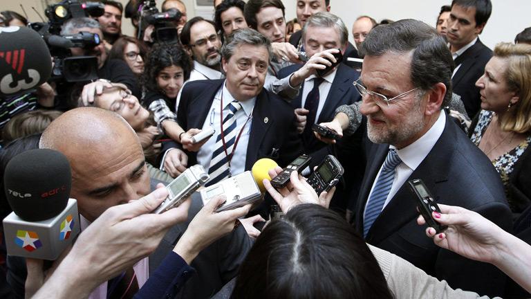 Rajoy se da la vuelta ante los periodistas cuando le preguntan por la prima de riesgo