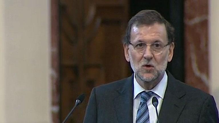 """Rajoy valora la creación de empleo """"indefinido"""" y la oposición alerta de la precariedad"""