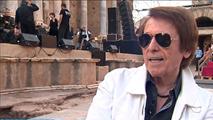 Ir al VideoRaphael pone en pie a un completo Teatro Romano de Mérida para enmarcar su 'Sinphonico'