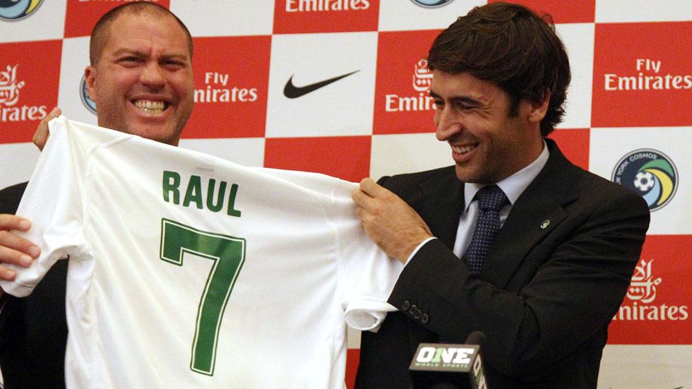 Raúl, presentado con el Cosmos