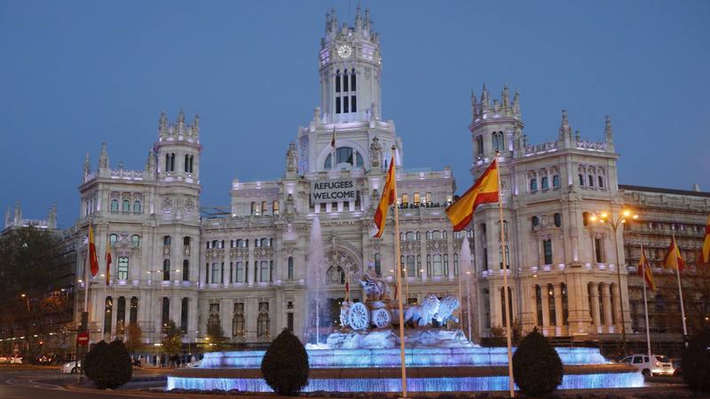 Espa a se ti e de azul para visibilizar el autismo en su for Real casa de correos madrid