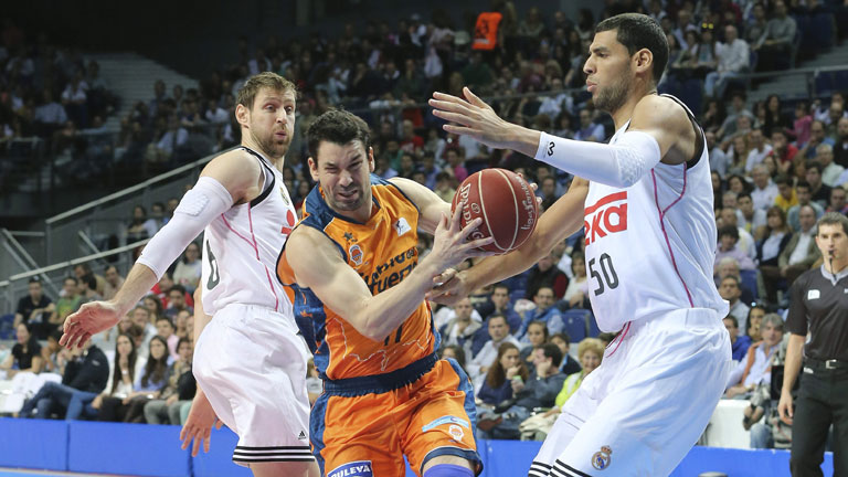 Real Madrid 90 -  Valencia Basket 71