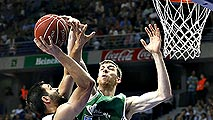 Ir al Video El Real Madrid, con liderato en solitario tras ganar al Unicaja