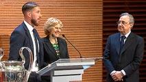Ir al VideoEl Real Madrid llega al Ayuntamiento para ofrecer la Undécima