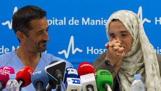Reconstruyen la cara a una mujer marroquí que sufría una deformidad severa a causa de un tumor