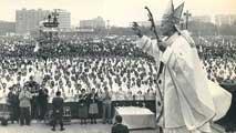 Ir al VideoRecuerdo de los jóvenes españoles que disfrutaron de la visita de Juan Pablo II