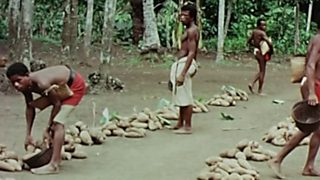 Documenta2 - Recuerdos de Oceanía: El paraíso perdido de las Islas Trobriand