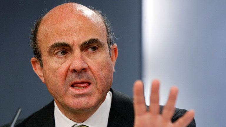 """De Guindos señala que el Gobierno facilitará la """"segregación"""" de activos inmobiliarios en la banca"""