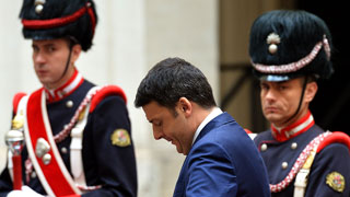 Las reformas del ejecutivo del primer ministro Renzi incomodan a los miembros de sus propias filas