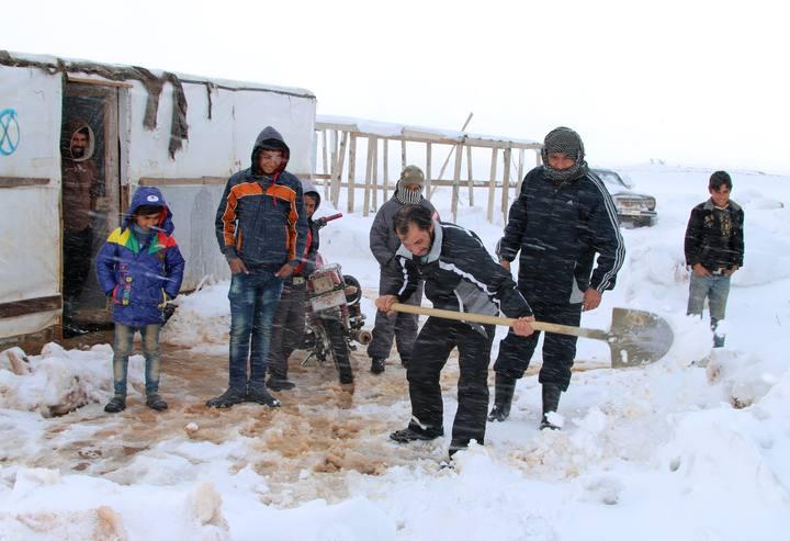 Refugiados sirios en la localidad de Deir Al-Ahmar en el valle libanés de Bekaa.