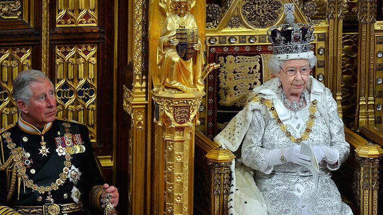 La reina Isabel II defiende el derecho de los gibraltareños a decidir su futuro