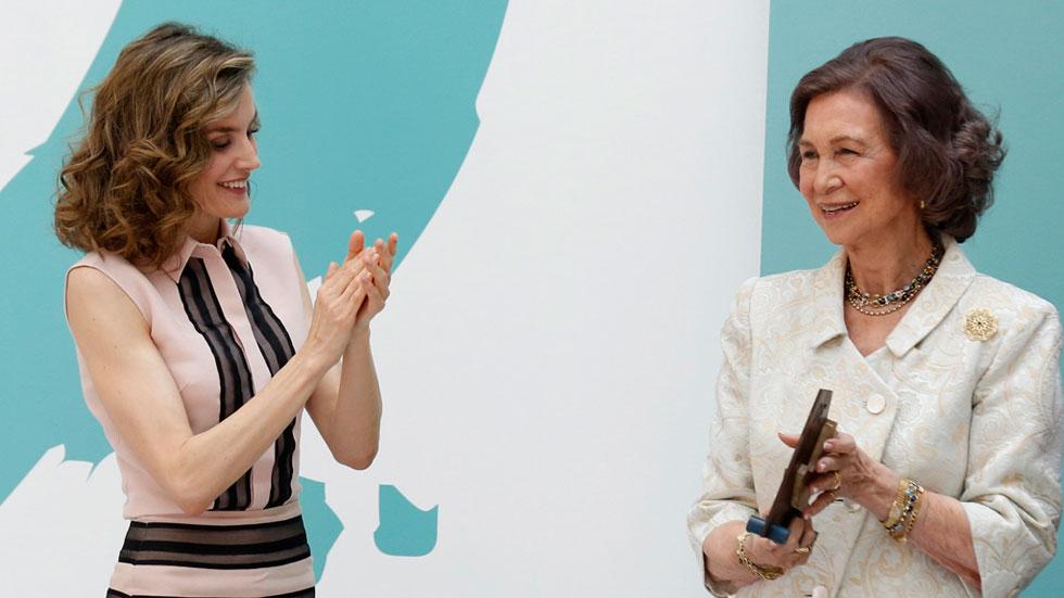 La reina Letizia rinde homenaje a la reina Sofía por su labor en la FAD