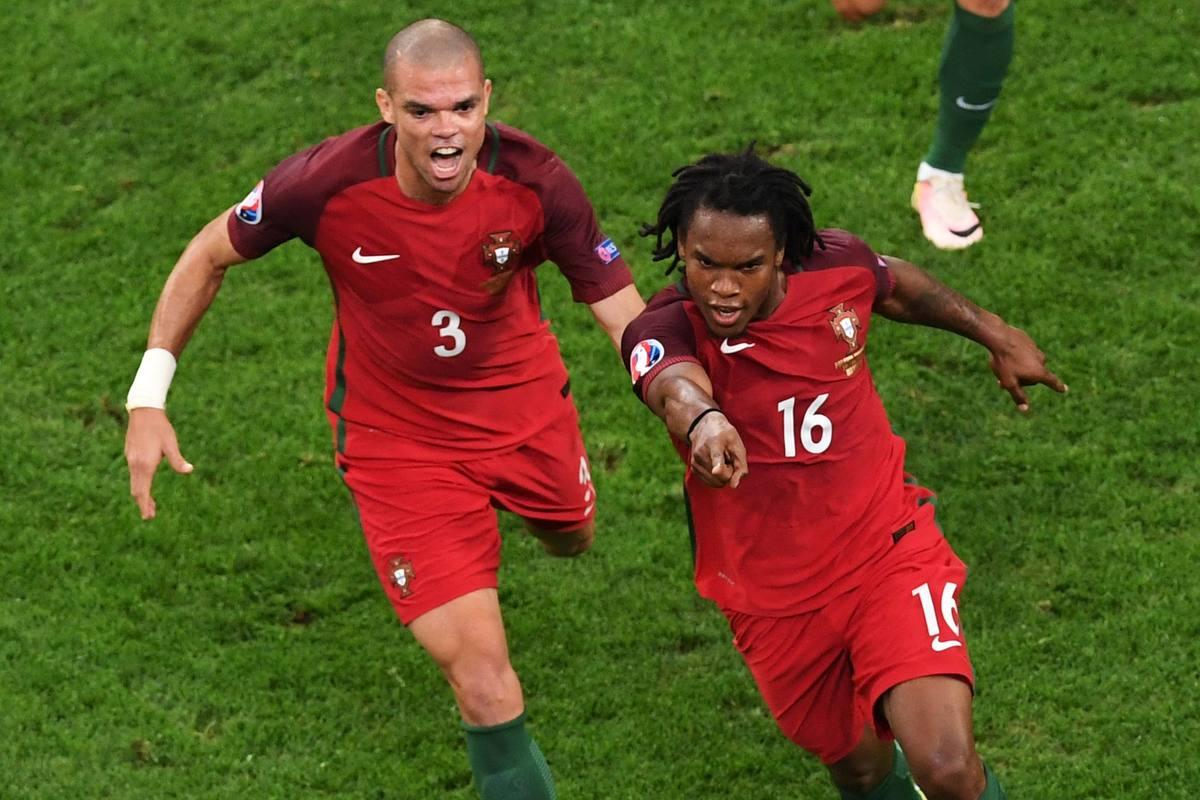Renato celebra el gol del empate de Portugal