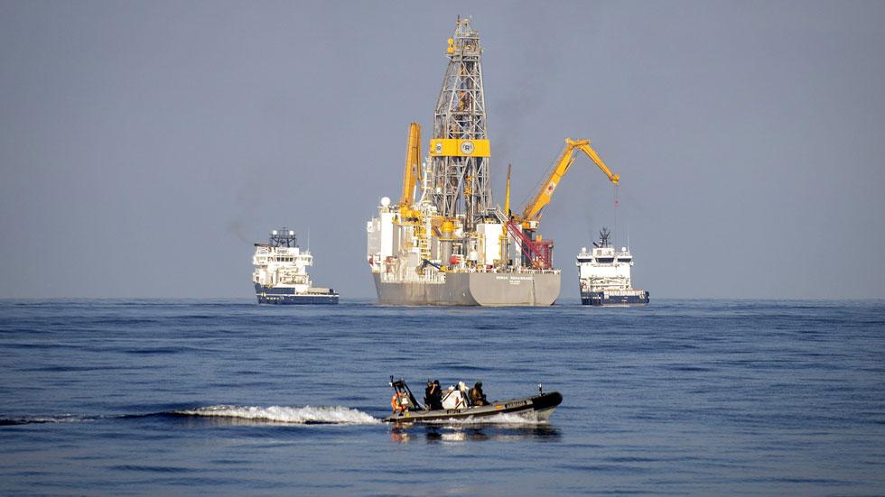 Repsol inicia sus prospecciones en Canarias con el rechazo del Gobierno autónomo y parte de la población