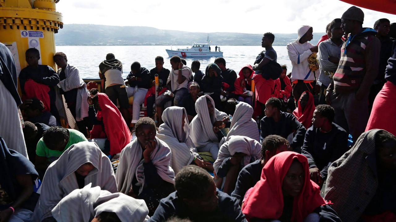 Rescatadas 2.400 personas y recuperados 7 cadáveres del mar al sur de Italia
