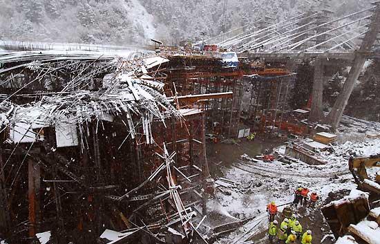 Los cuatro cadáveres aun sepultados en Andorra serán rescatados este lunes