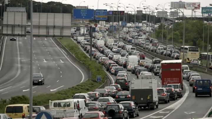 Retenciones en la A1 a la salida de Madrid, en una imagen de archivo.