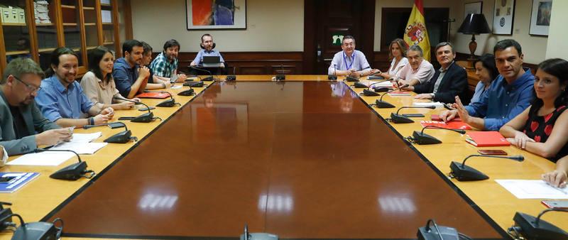 Reunión de los equipos de trabajo de PSOE y Unidos Podemos en el Congreso