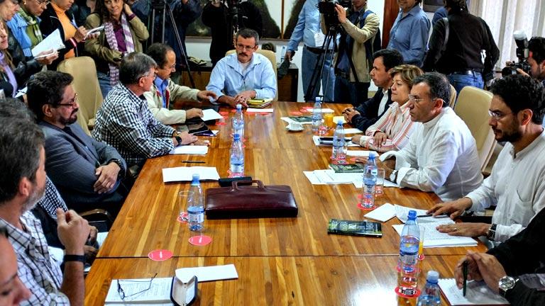 Congresistas colombianos se reúnen en La Habana con negociadores de las FARC