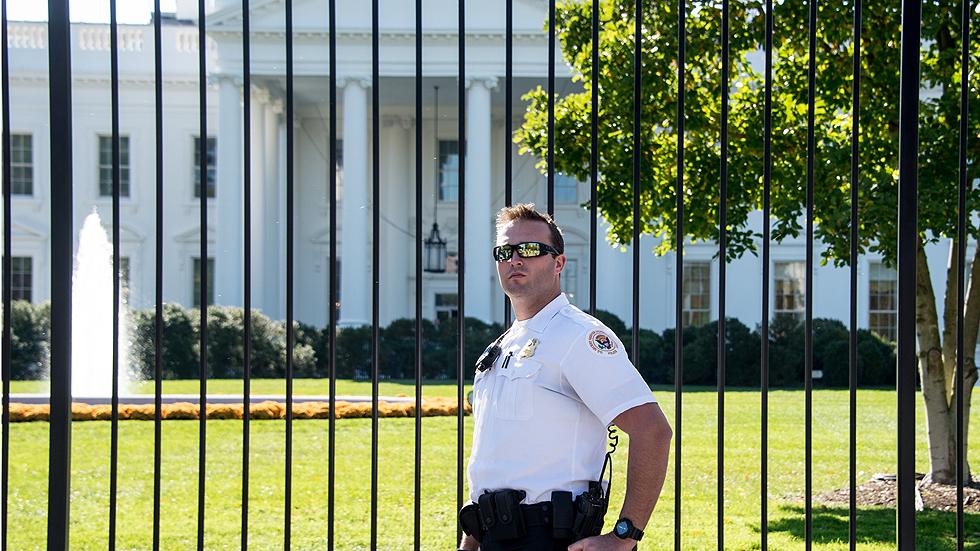 Revelan los errores de seguridad que permitieron a un intruso entrar a la Casa Blanca