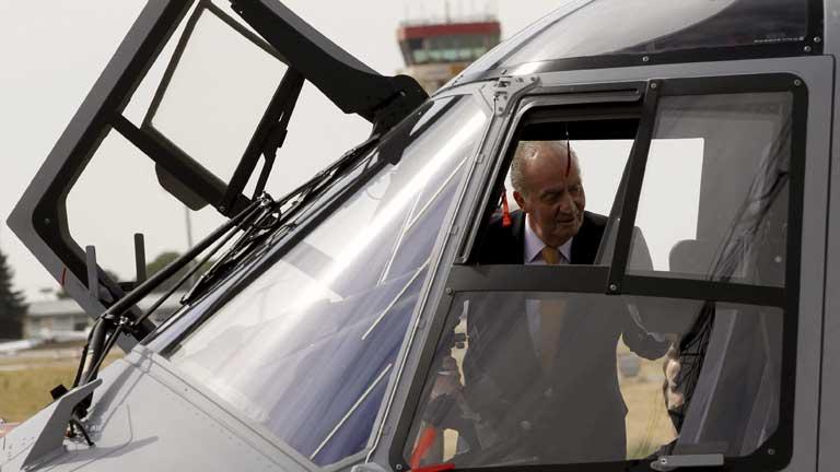 El Rey prueba el nuevo helicóptero de transporte táctico