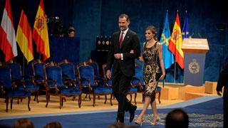 """El rey reivindica una España """"de brazos abiertos y alejada del pesimismo"""""""