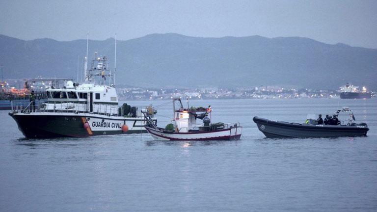 El rey visita Algeciras para apoyar a los pescadores y a la Guardia Civil