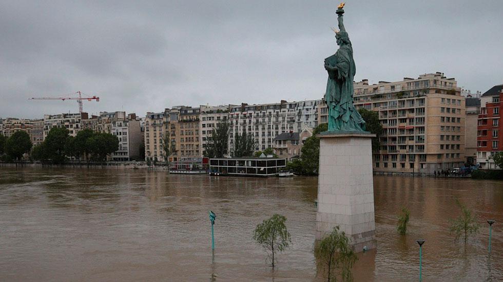 El río Sena anega París