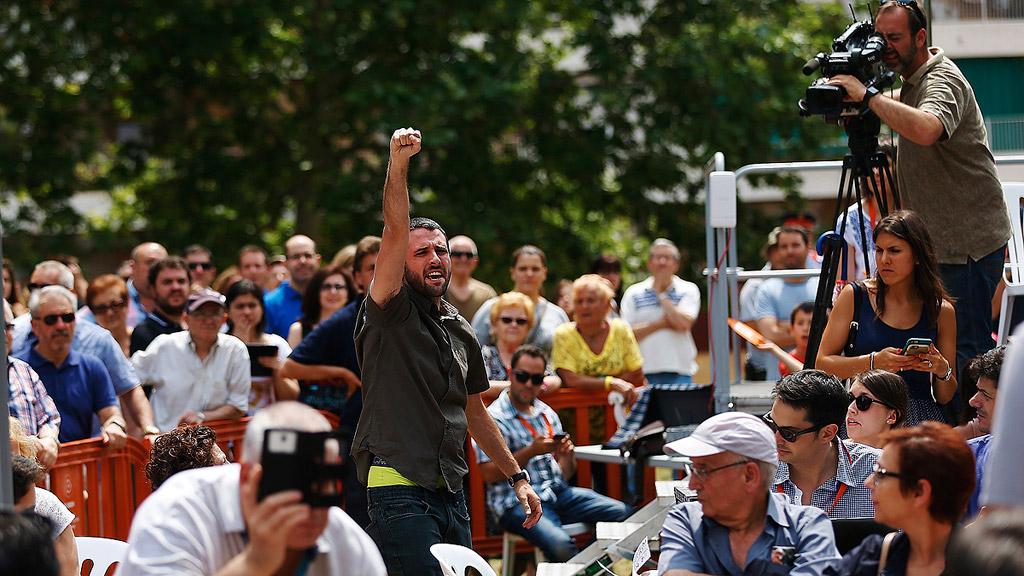 Rivera carga en Barcelona contra el populismo tras sufrir un intento de boicot de jóvenes de la CUP
