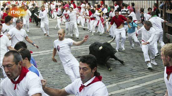 RNE te narra el sexto encierro de San Fermín 2011 en imágenes