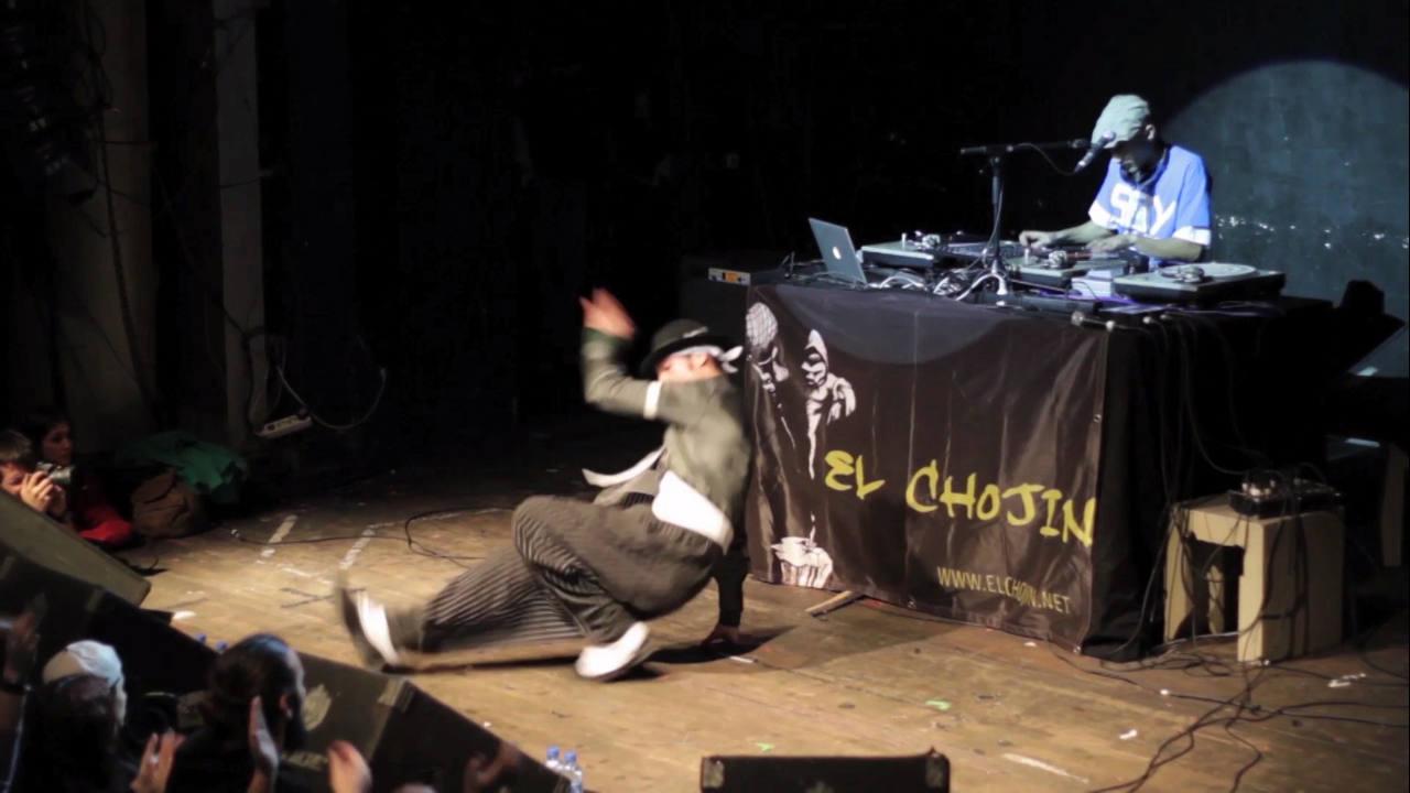 Roborrob: uno de los mejores bailarines de break de España, baila mientras pincha dj Kapi, uno de los mejores dj nacionales, es además el dj de la Mala Rodríguez