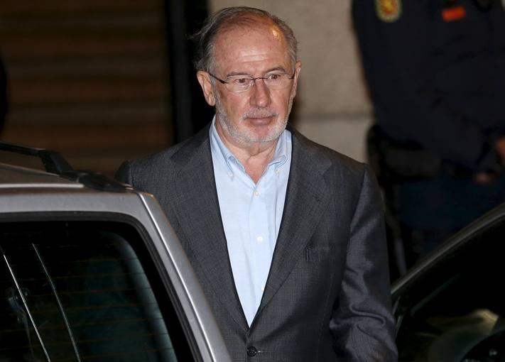 Rodrigo Rato abandona su oficina tras el registro policial