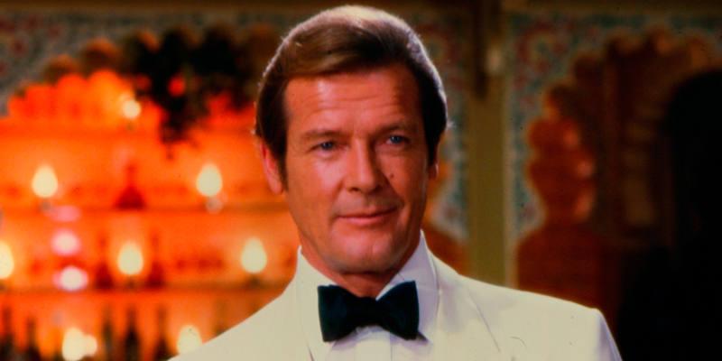 Roger Moore como James Bond