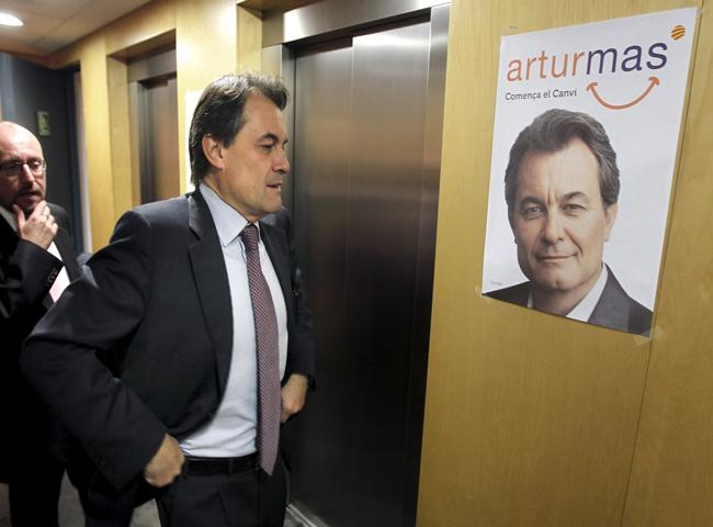 En Cataluña comienzan los contactos políticos del líder de CiU, Artur Mas, de cara a su investidura