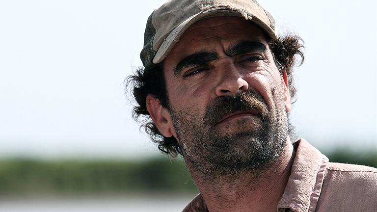 RTVE.es os ofrece, en primicia, el tráiler de 'Operación E', la nueva película de Luis Tosar