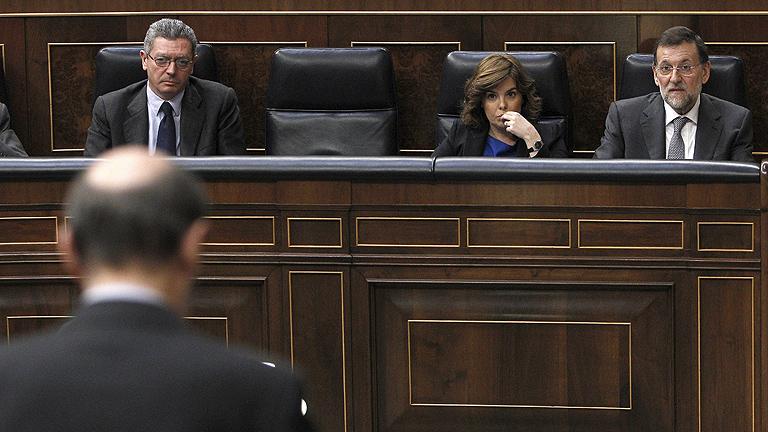 """Rubalcaba le aconseja a Rajoy tener """"cuidado con los micrófonos"""""""