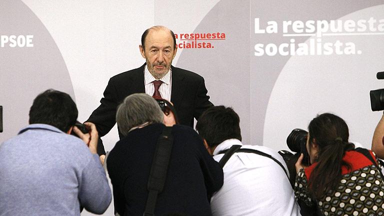 """Rubalcaba cree """"insólito"""" que un Gobierno baje en su valoración en la primera encuesta del CIS tras las elecciones"""