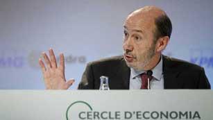 Críticas de Rubalcaba a la gestión del Gobierno en la crisis de Bankia