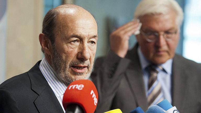 Rubalcaba reitera en Berlín su no al rescate