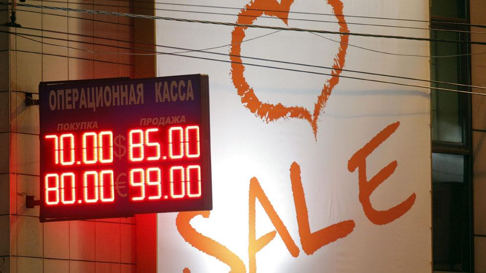 El rublo se hunde pese a la fuerte subida de tipos del Banco de Rusia